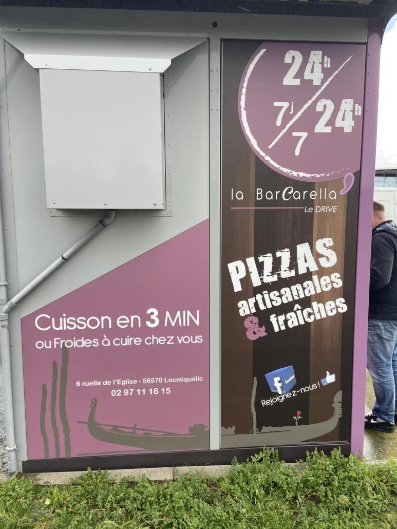 Le distributeur de pizzas de la Barcarella